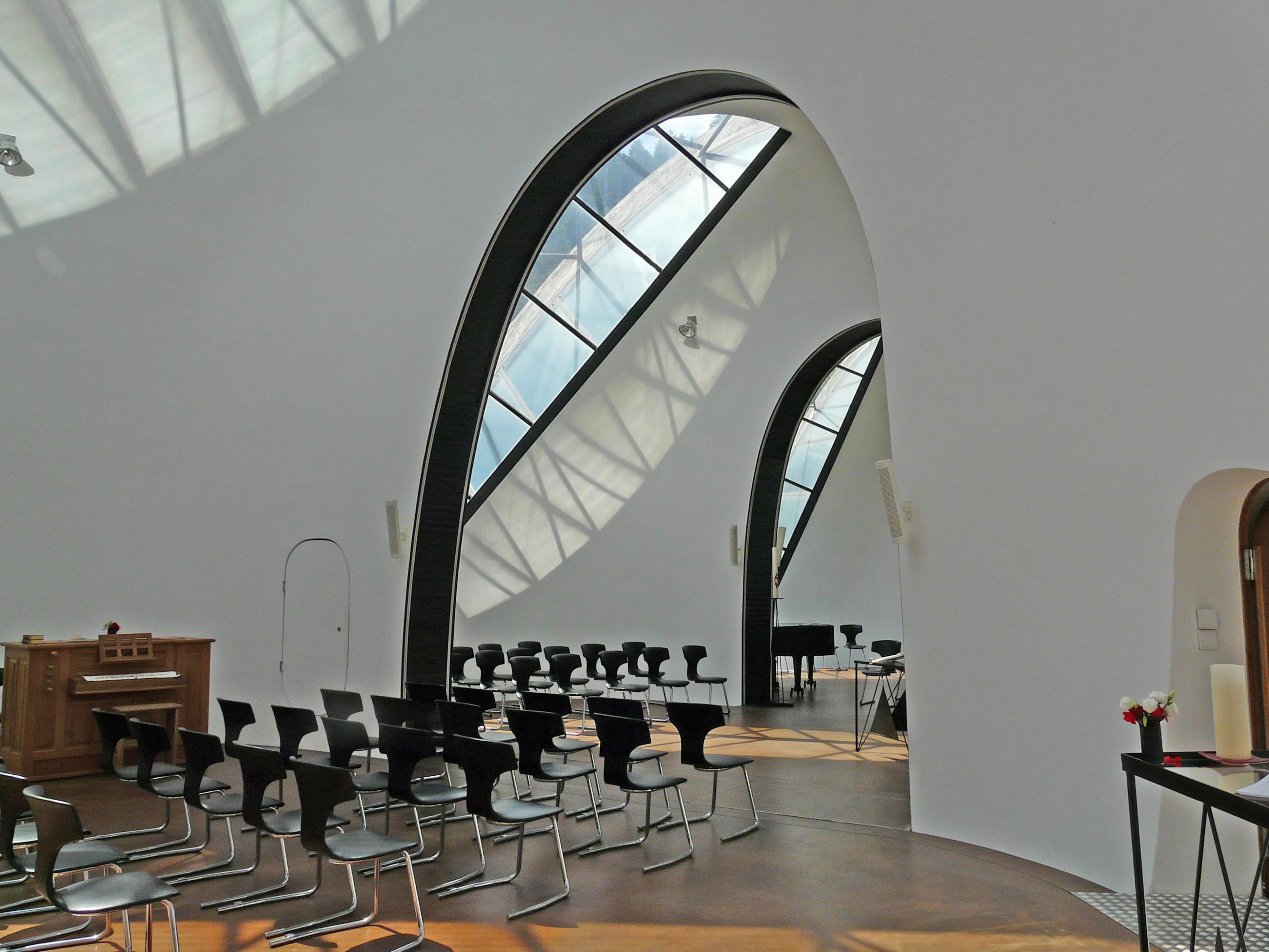005-steinkirche-cazis.jpg