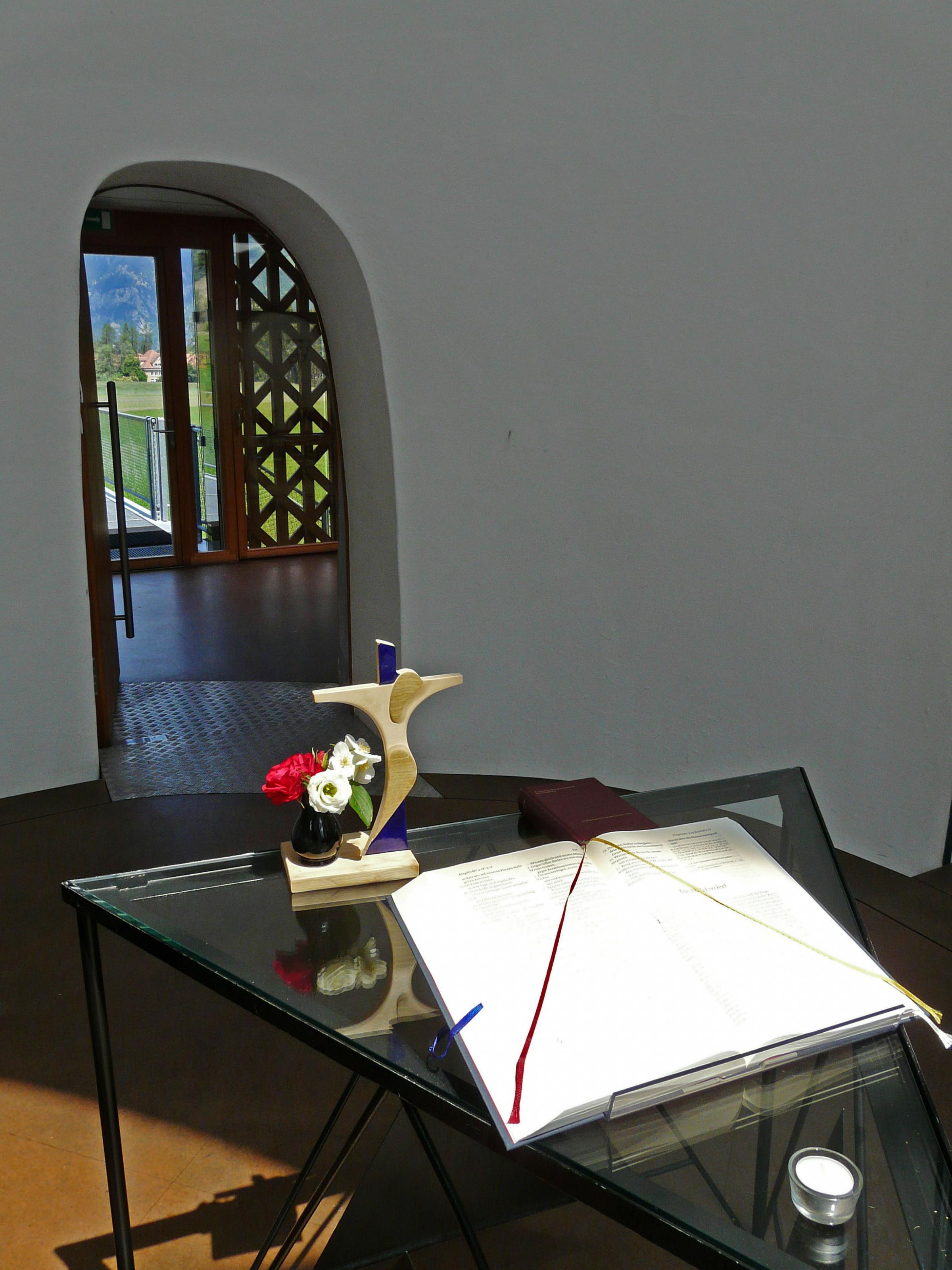007-steinkirche-cazis-der-altar.jpg