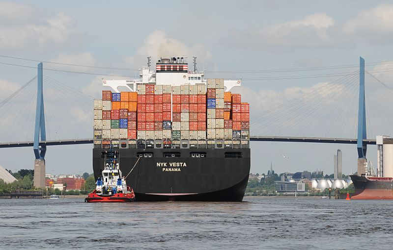 011_58_8044_koehlbrandbruecke_containerschiff.jpg