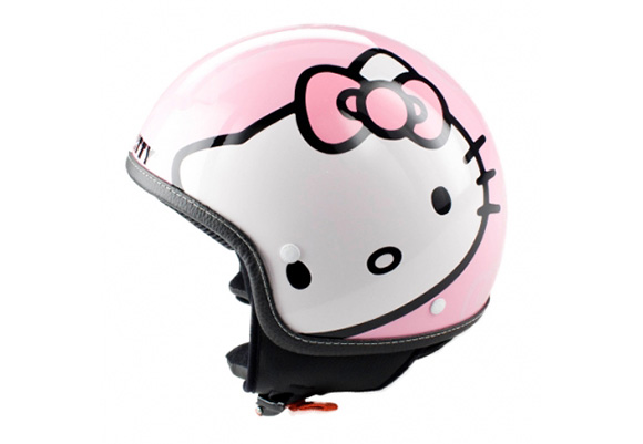 090604hello-kitty-helmet.jpg