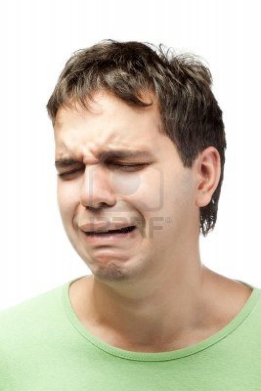10577299-portrat-von-weinen-jungen-mann-isoliert-auf-weissem-hintergrund.jpg