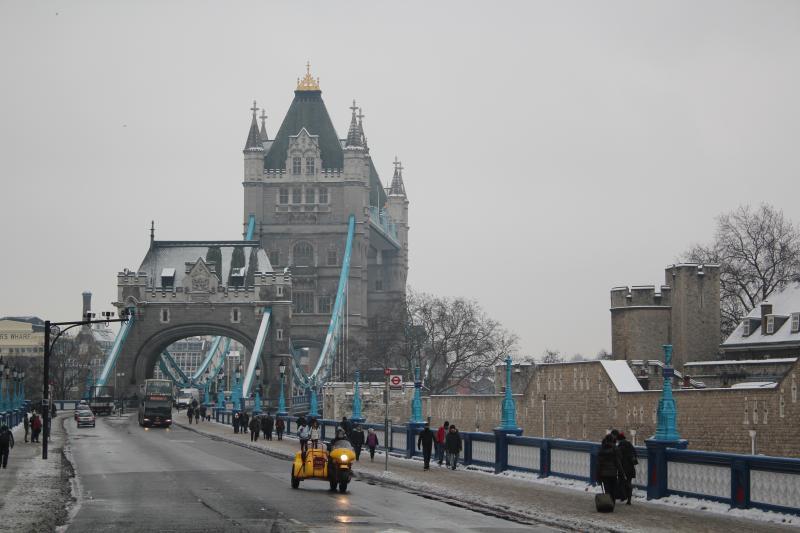 12-02-05_0004_dragon_towerbridge.jpg