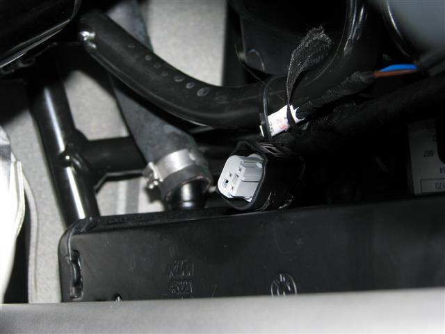 14204d1238692737-stecker-unter-armaturen-cartool-stecker-001.jpg