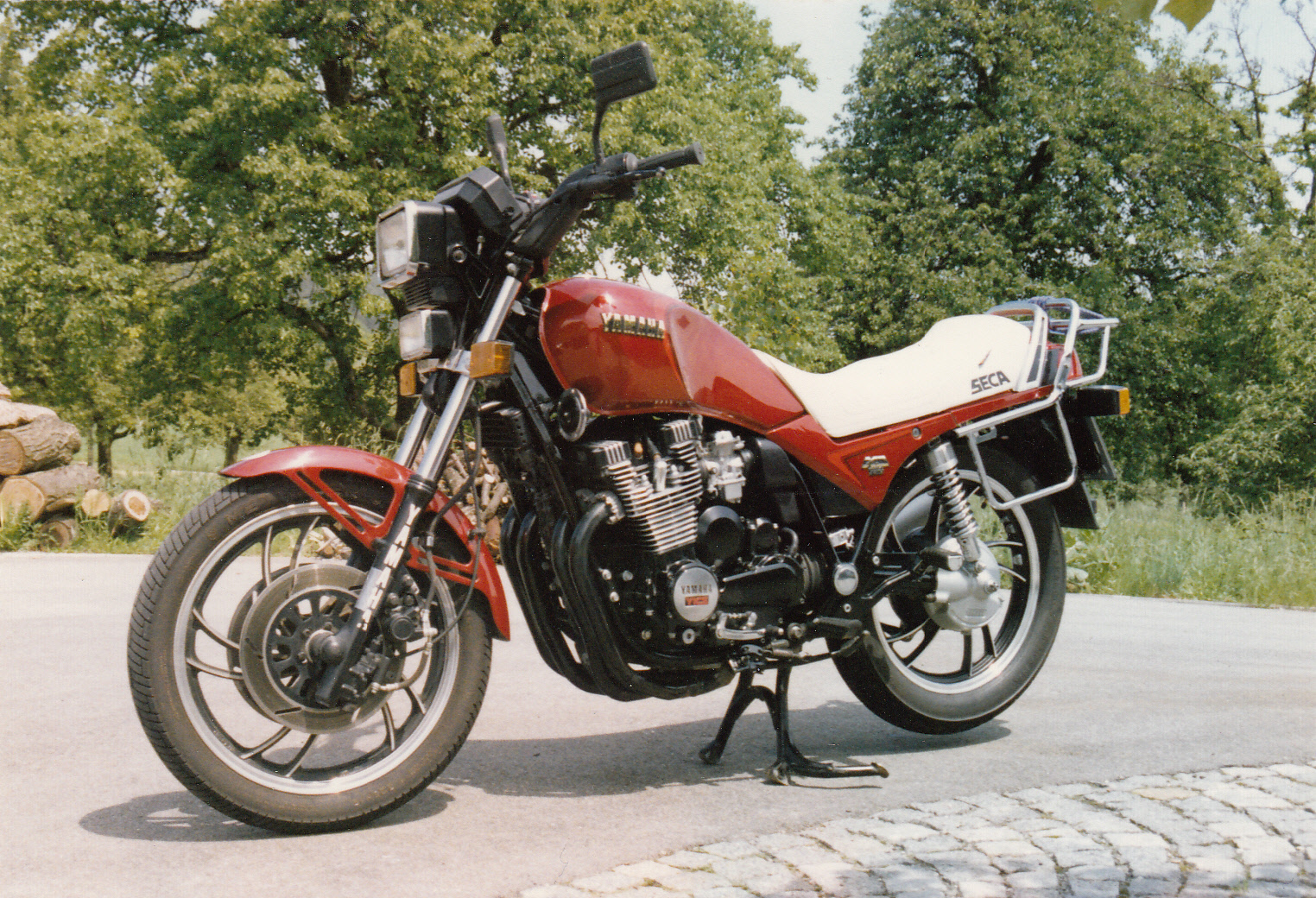 1984-xj_750_seca_0001.jpg