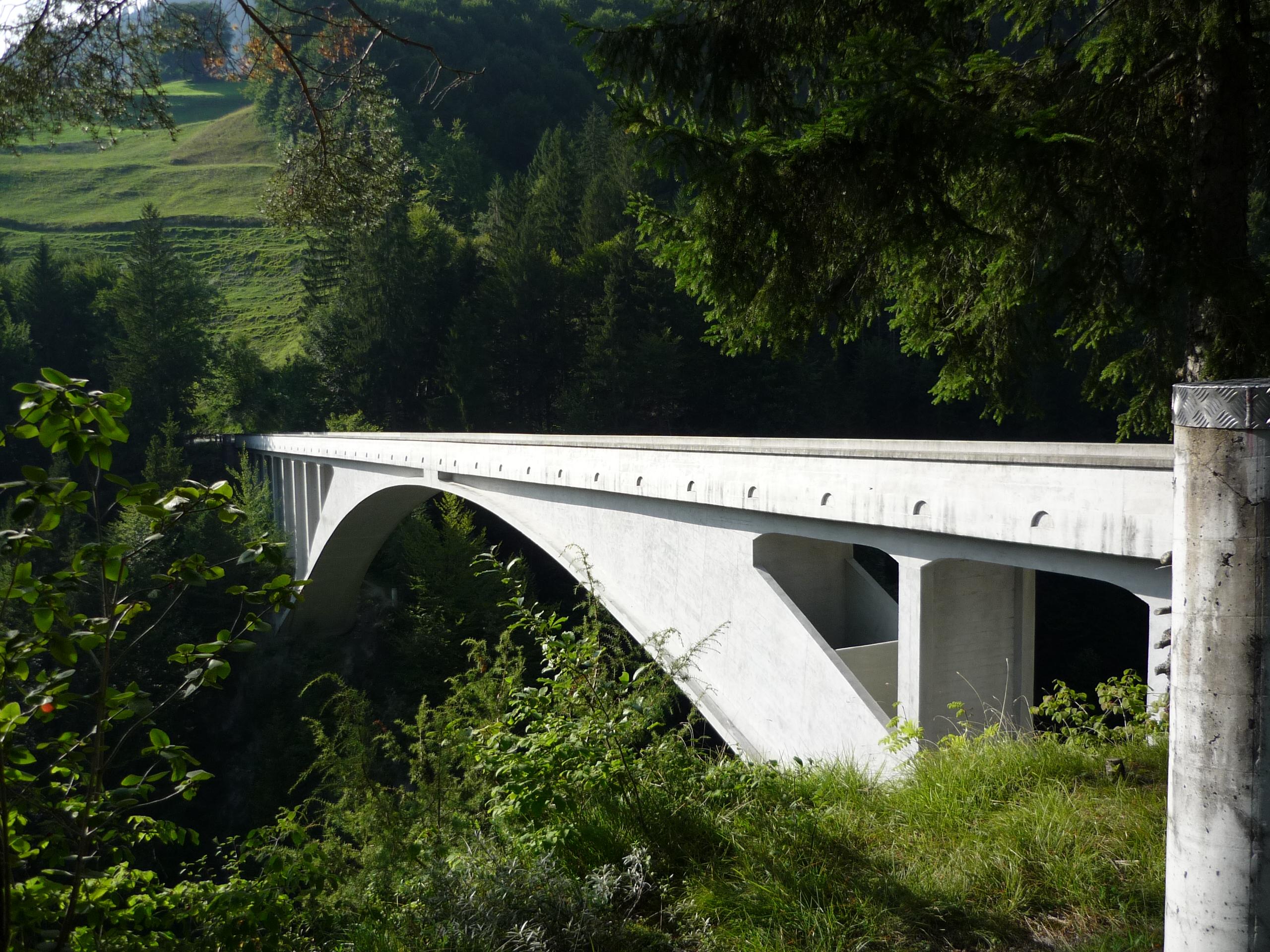 Klicke auf die Grafik für eine größere Ansicht  Name:2008-08-Brücke-2.jpg Hits:155 Größe:2,49 MB ID:167452