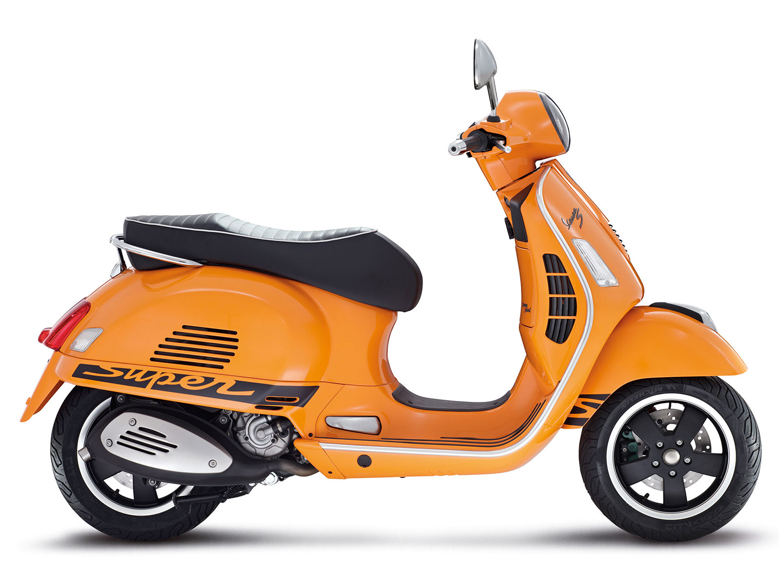 2012-vespa-gts-125-300-super-sport-scooter-pictures_4.jpg