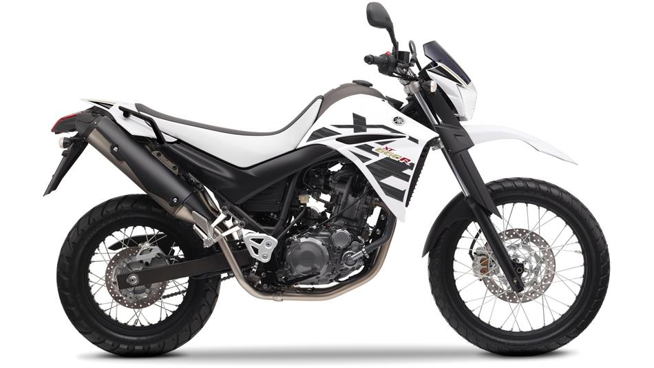 2014-yamaha-xt660r-eu-sports-white-studio-002.jpg