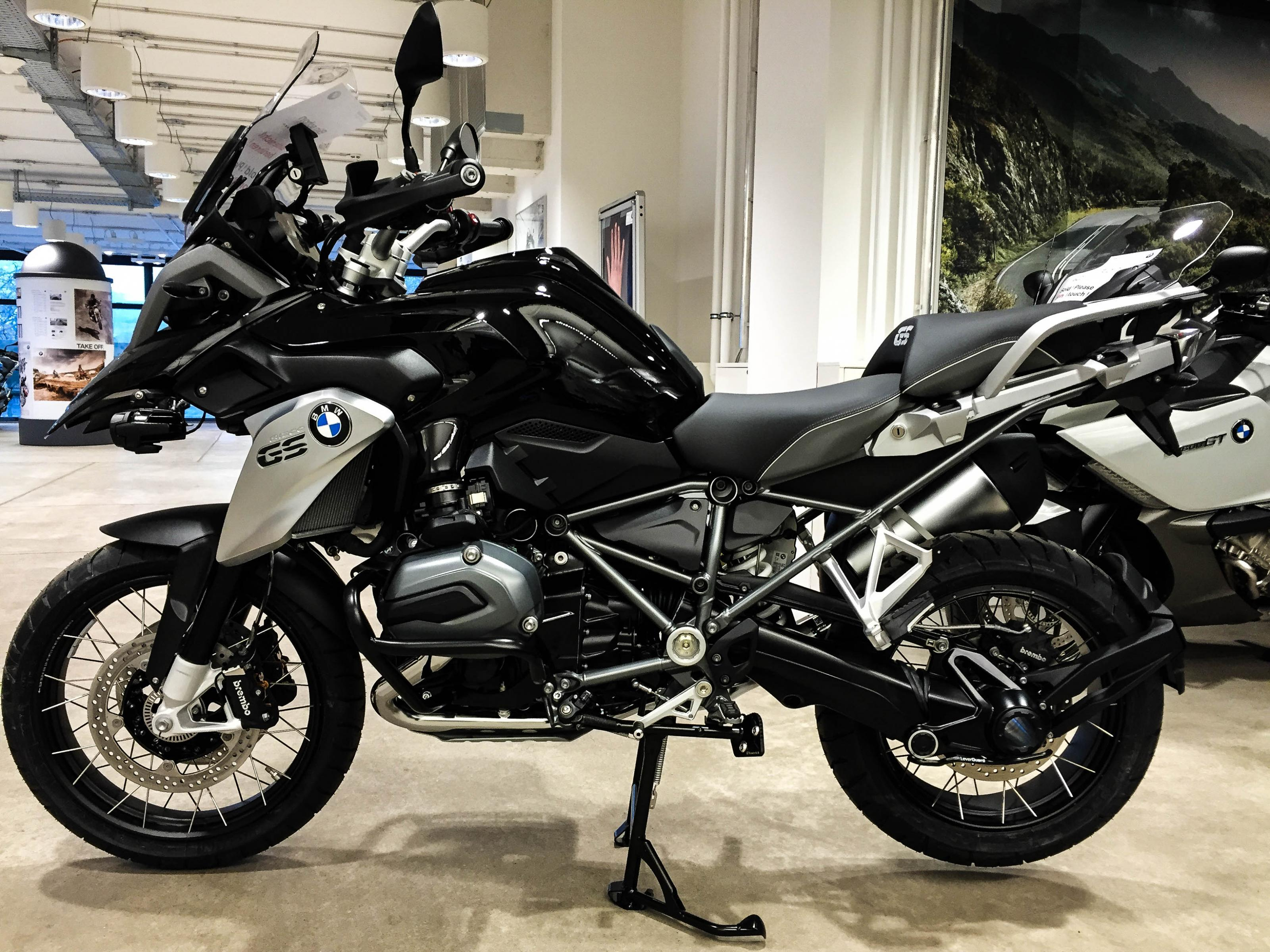 bmw r1200gs bmw model updates more tech more custom mcnews r1200st may be viable. Black Bedroom Furniture Sets. Home Design Ideas