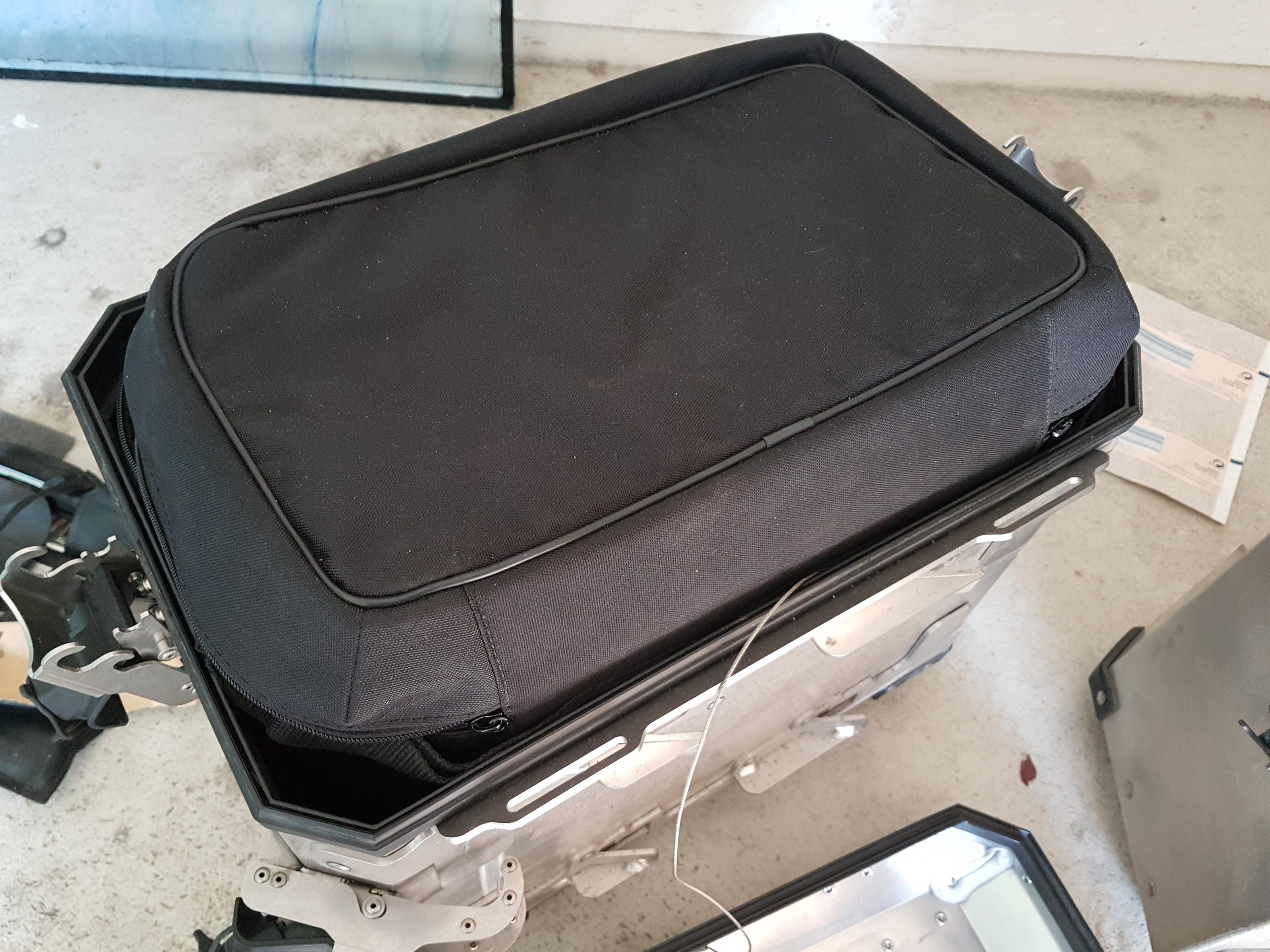 erledigt bmw alu koffer sez incl innentaschen und schl sser. Black Bedroom Furniture Sets. Home Design Ideas