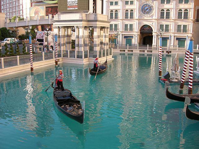 640px-venetian_canals_2.jpg