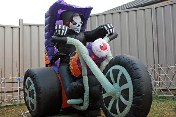 aufblasbare-werbeartikel-zu-halloween-motorrad.jpg