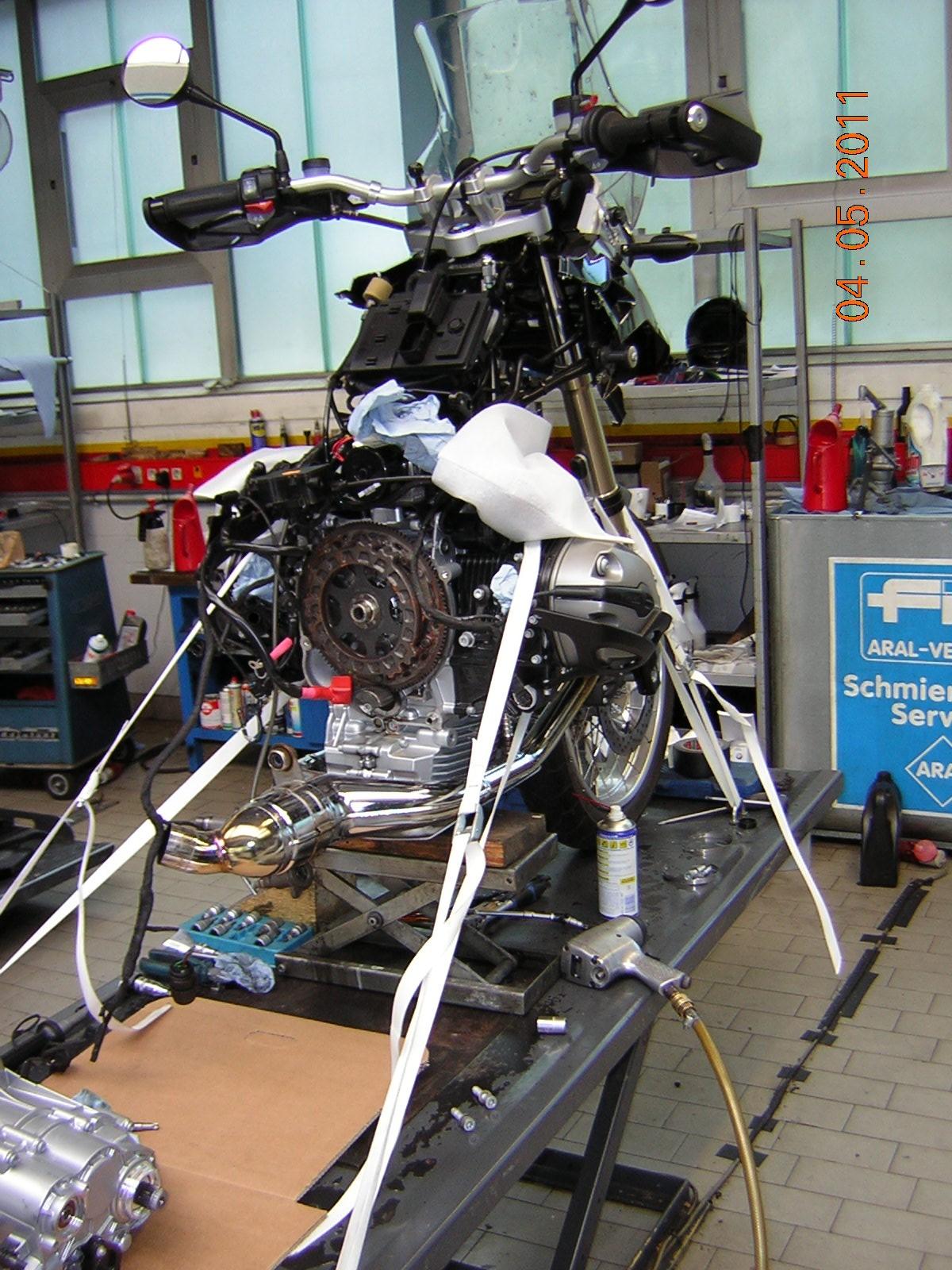 BMW R1200Gs Adventure >> Ölaustritt zwischen Getriebe und Motor