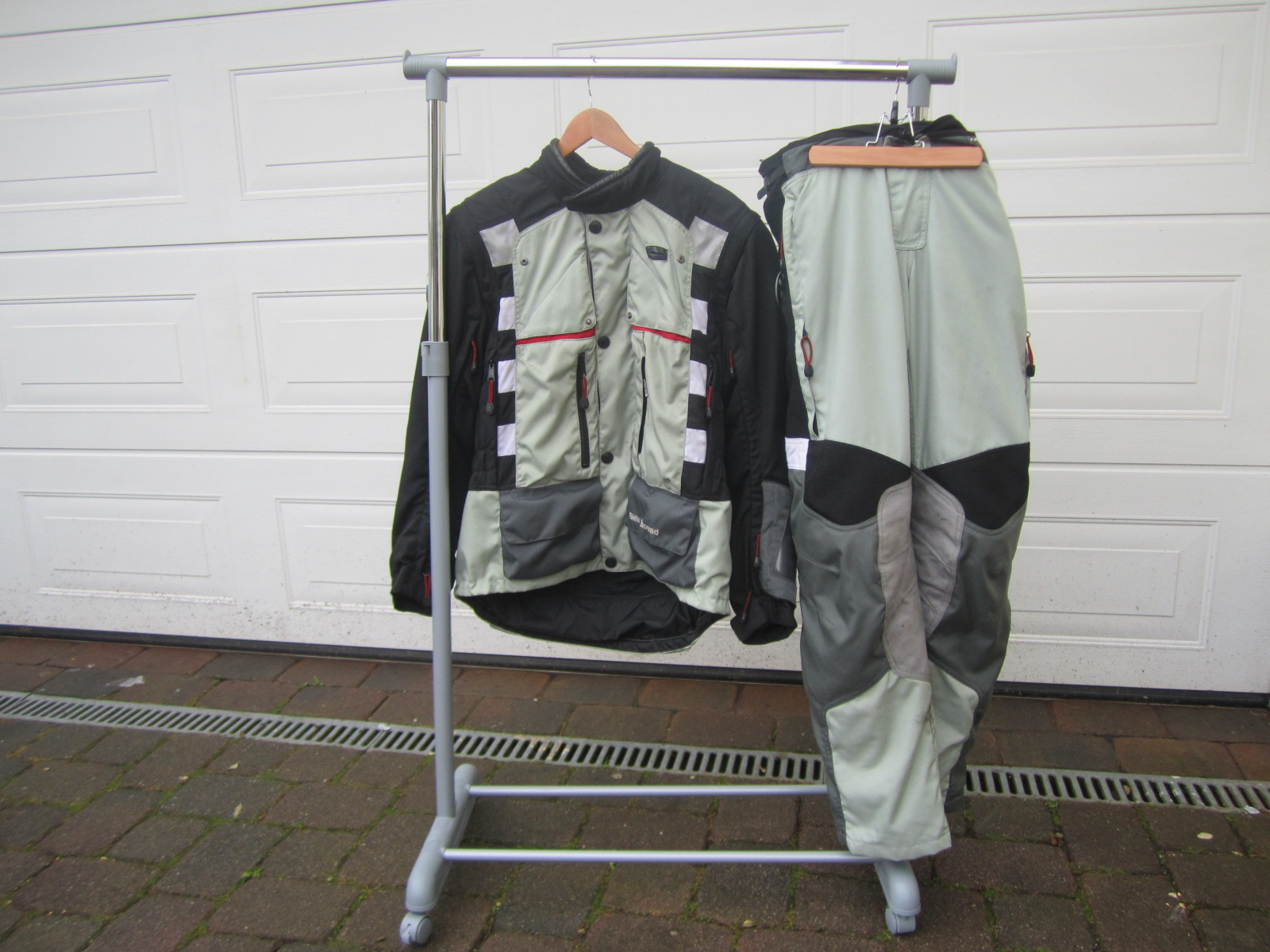 biete sonstiges anzug bmw rallye 2 pro gr 54 grau schwarz. Black Bedroom Furniture Sets. Home Design Ideas