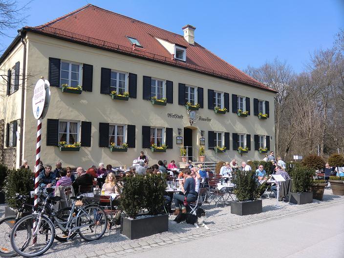 blick_vom_biergarten_auf_restaurant.jpg