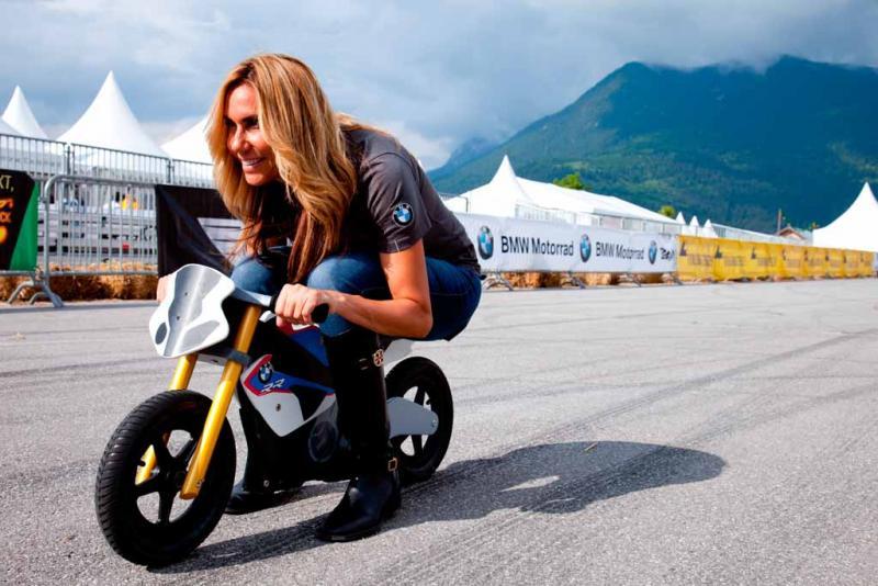 bmd13-valerie-thompson-racing-crouch.jpg