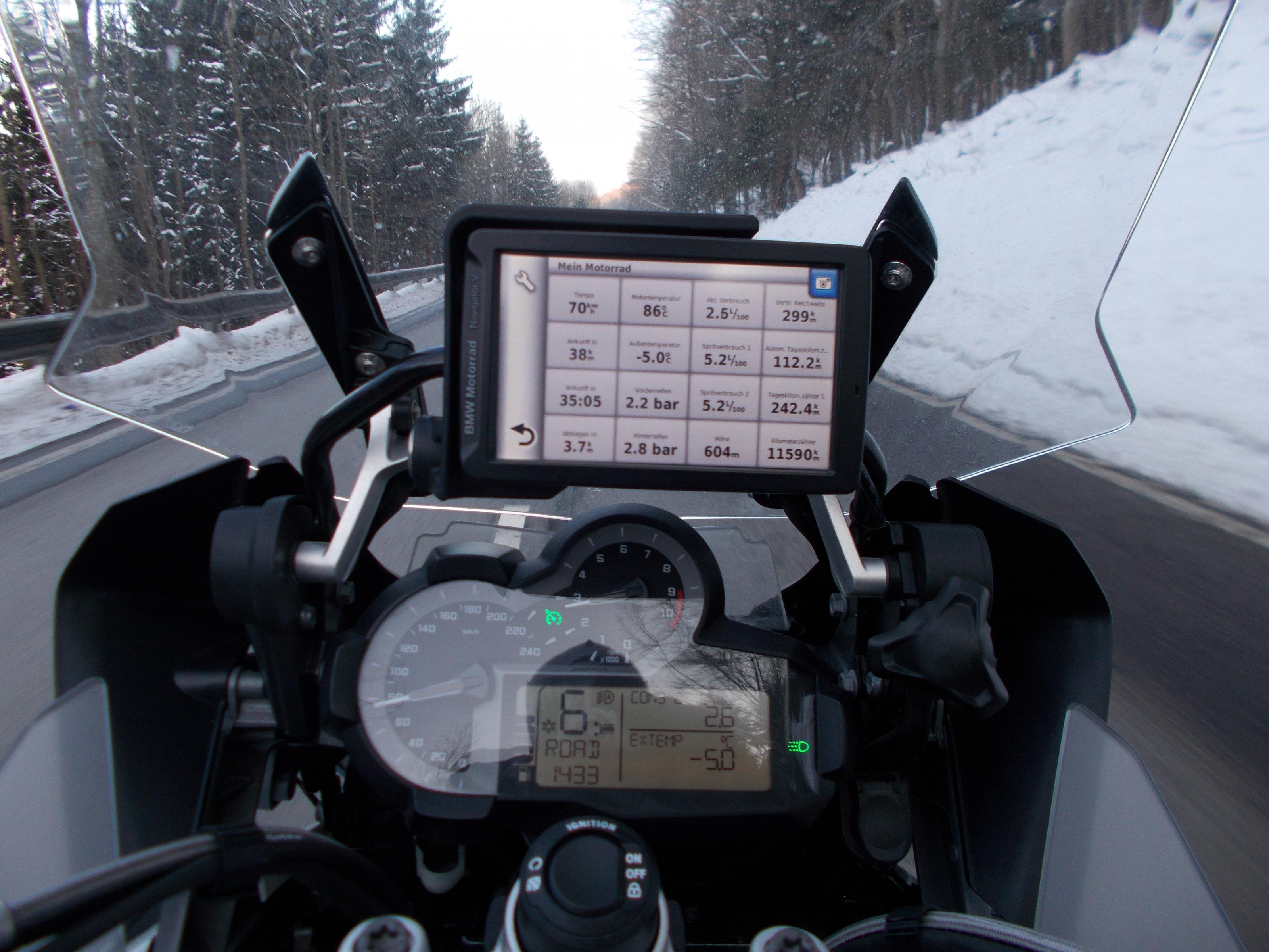 Klicke auf die Grafik f�r eine gr��ere Ansicht  Name:BMW (49).jpg Hits:156 Gr��e:683,7 KB ID:204779