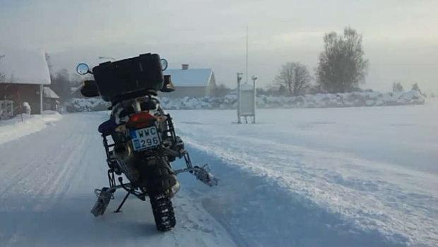 bmw-r-1200-gs-ski-spikes-winter-schweden-620x350.jpg