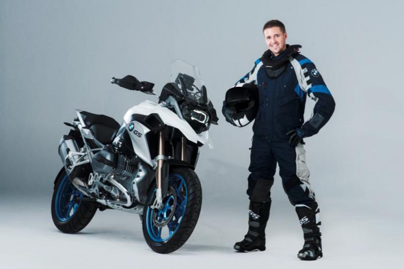 bmw-r1200gs-lc-white-blue-wheels-2.jpg