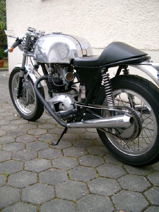 caferacer-motorrad-2.jpg