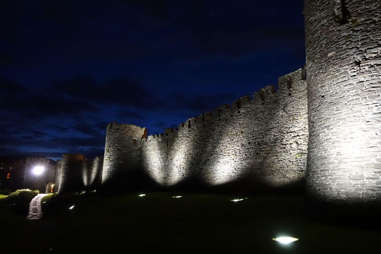 conwy-castle-bei-nacht-1.jpg