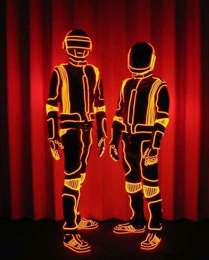 daft-punk-el-suits.jpg