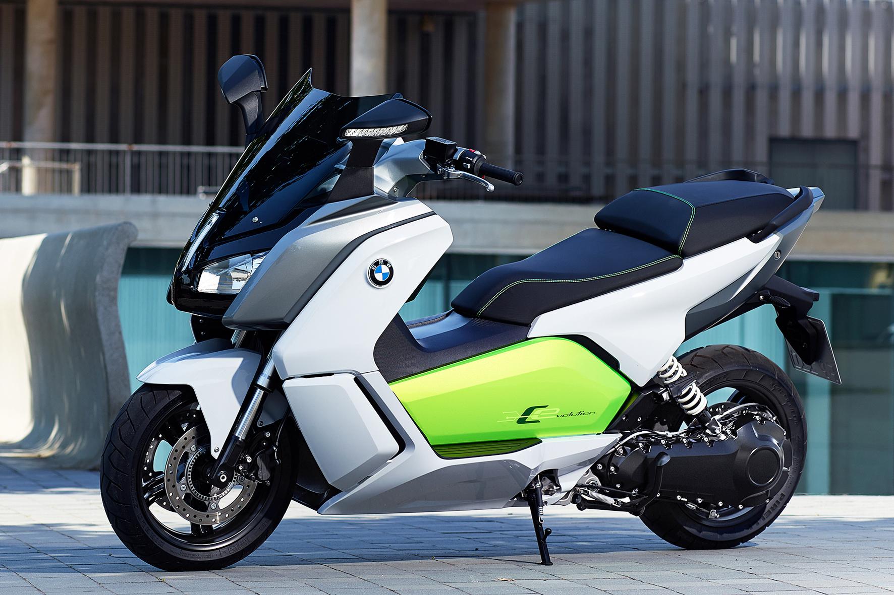 Klicke auf die Grafik für eine größere Ansicht  Name:Der-Elektroscooter-BMW-C-evolution-kommt-im-2.-Quartal-in-den-Handel[1].jpg Hits:2277 Größe:1,81 MB ID:144891