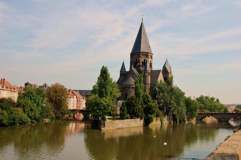 Name:  Die Kirche von Temple Neuf liegt wie ein Schiff im Fluss..jpg Hits: 541 Gr��e:  56,2 KB