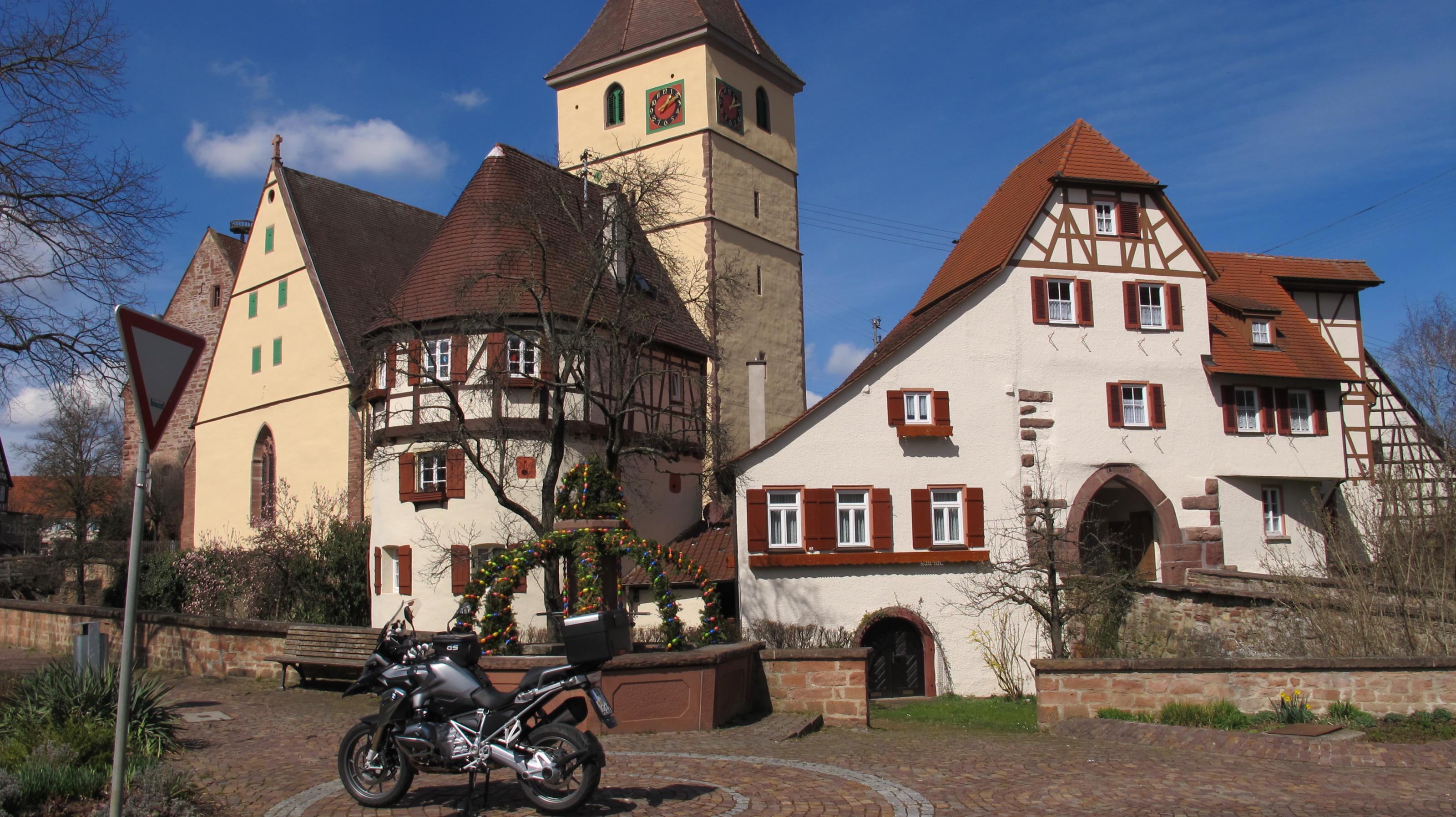 dirndl-und-osterbrunnen-014.jpg