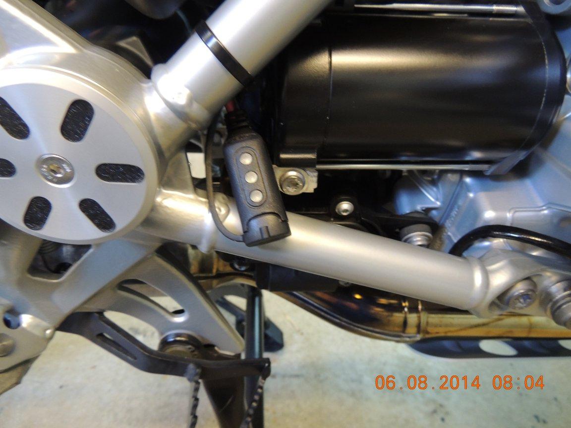 BMW R1200Gs Adventure >> Batterie laden über Bordsteckdose