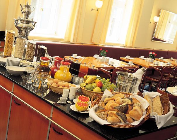 fruehstuecksbuffet-01l-hotel-cottbus.jpg