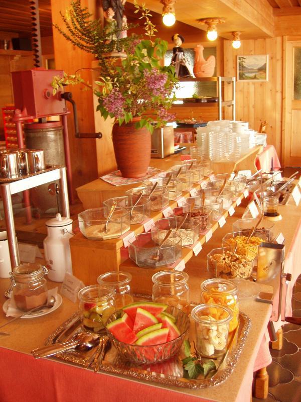 fruehstuecksbuffet-klein.jpg
