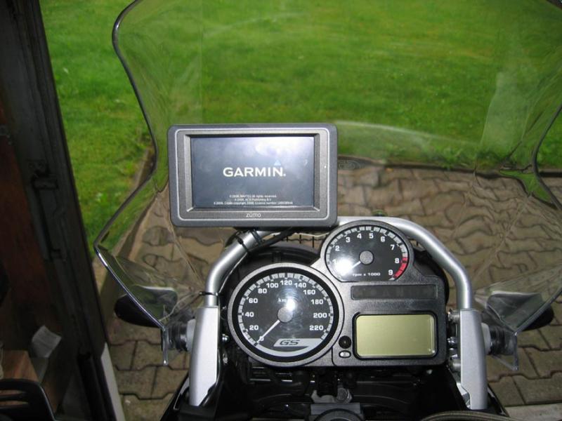 garmin-ram-mount-halter-mit-zumo-660.jpg