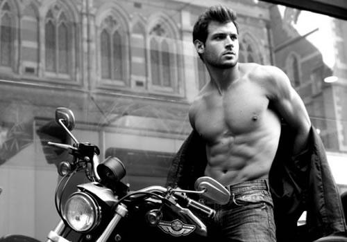 hot-guy-207-motorcyle.jpg