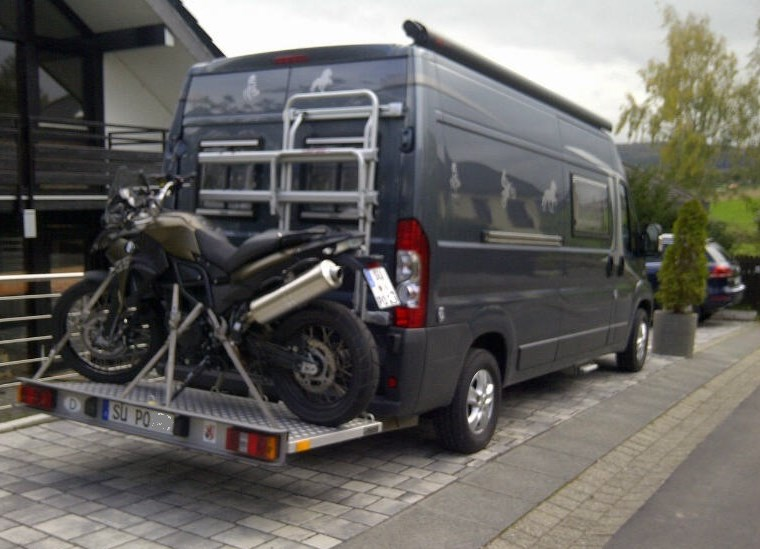 wohnmobil kaufen und motorrad dahinterh ngen seite 3. Black Bedroom Furniture Sets. Home Design Ideas