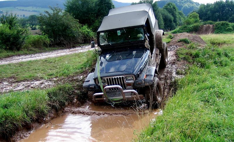 jeep_wasser.jpg