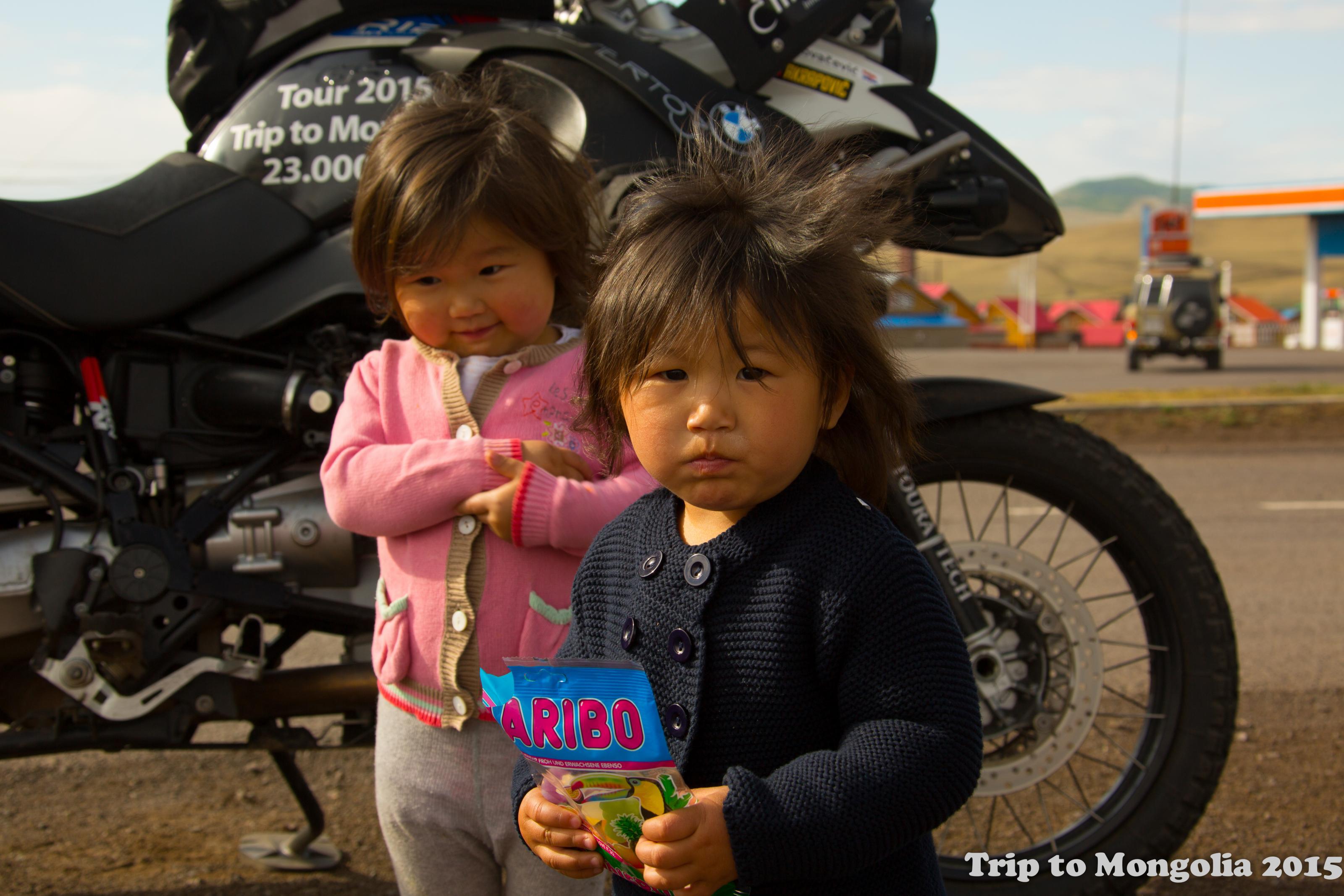 Klicke auf die Grafik für eine größere Ansicht  Name:Kinder im Bulgan, Haribo 2.jpg Hits:648 Größe:513,3 KB ID:182402