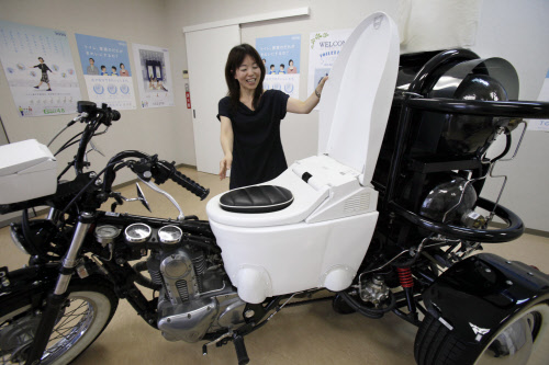 moto-toilet-keystone.jpg