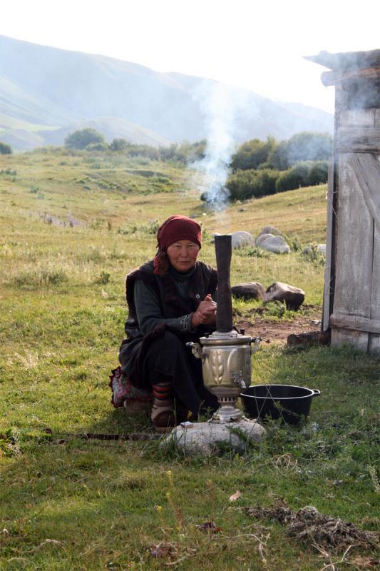 nomadin-koch-tee-im-samovar.jpg