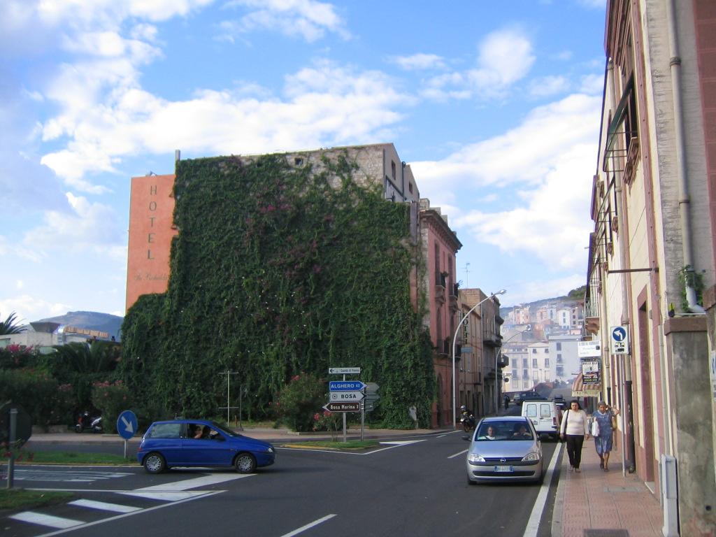 Klicke auf die Grafik für eine größere Ansicht  Name:sard herbst `04 Hotel in Bosa.jpg Hits:407 Größe:247,2 KB ID:139317