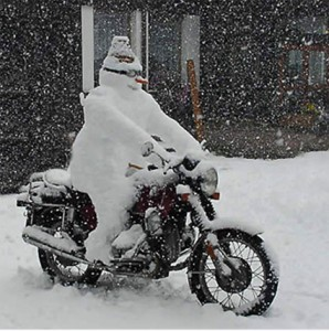 schneemann-auf-motorrad1-298x300.jpg