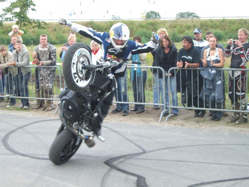 stuntshow-chris-pfeiffer-11-07-2009-gshelming-044.jpg