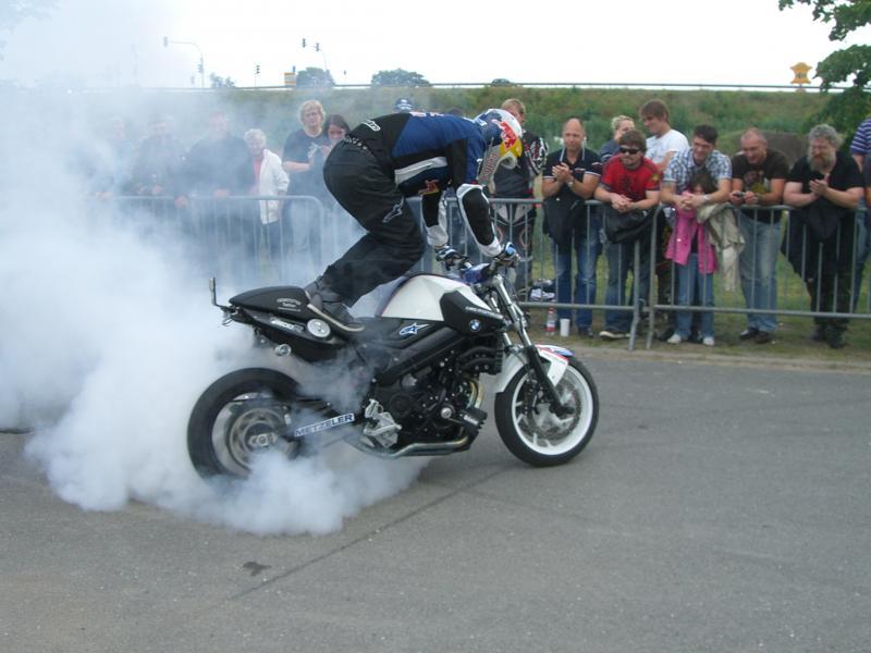 stuntshow-chris-pfeiffer-11-07-2009-helming-032-gs.jpg
