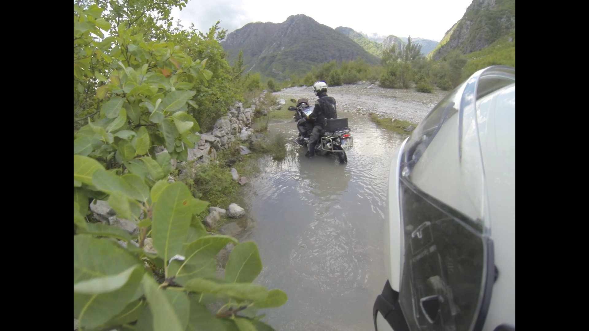 theth-auf-einmal-mein-motorrad-unterwasser.jpg