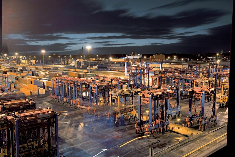 van_carrier_auf_dem_hhla_container_terminal_burchardkai.jpg